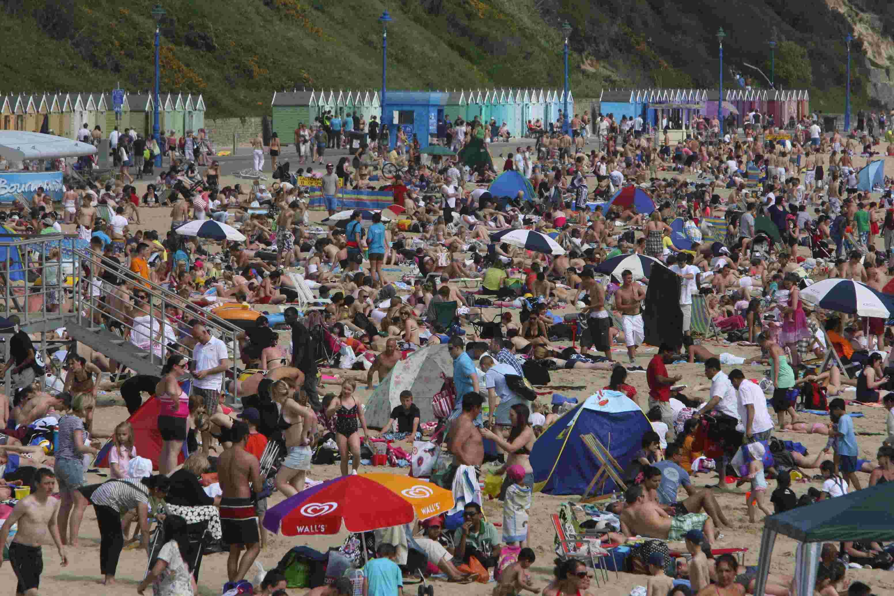 Crowds pack the Bournemouth seafront